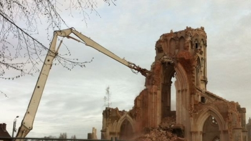 Les églises n'ont pas besoin des islamistes pour être détruites : en France, le gouvernement d'occupation s'en charge très bien. Ici l'église Saint-Jacques d'Abbeville.