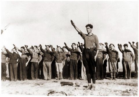 Corneliu Codreanu saluant