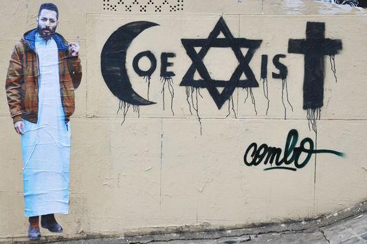 COMBO-COEXIST-agression-islamisation