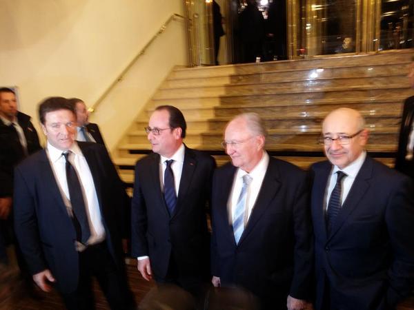 François Hollande à son arrivée au dîner du CRIJF ce soir.