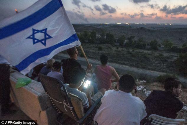 Une des photos d'habitants de Sderot confortablement installées pour admirer le massacre
