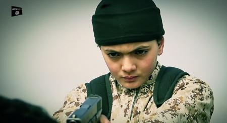 L'enfant montré tuant Muhammad Said Ismail dans une vidéo de l'état islamique