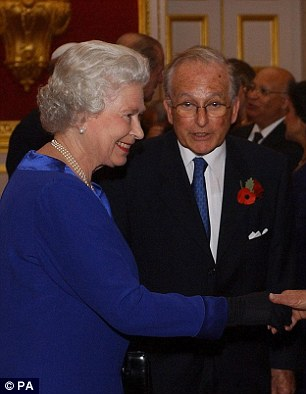Elizabeth II et le pédocriminel juif protégé par le système Lord Janner en 2003
