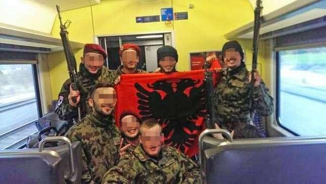 soldats suisses drapeau albanais - l intégration en marche