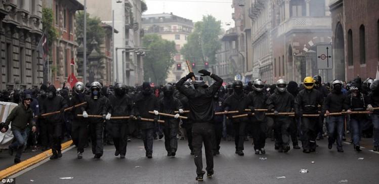 L'extrême gauche n'est pas accusée d'avoir des groupes armés constitués.