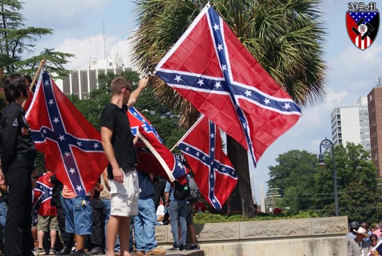 Manifestation en juillet 2015 pour défendre le drapeau confédéré