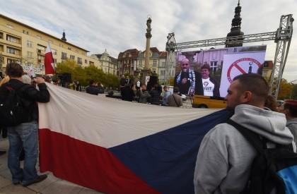 Les Tchèques dans la rue contre l'invasion