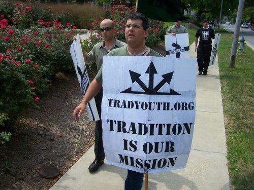 """Matthew Heimbach lors d'une manifestation : """"La tradition est notre mission"""""""