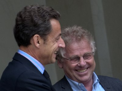 Nicolas Sárközy, rigolant avec son ami et coreligionnaire, le pédocriminel juif Daniel Cohn-Bendit