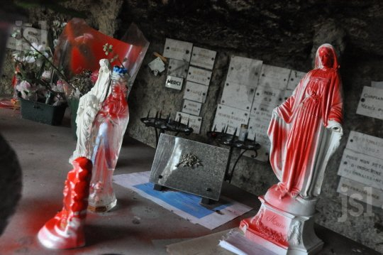 grotte libaux profanation