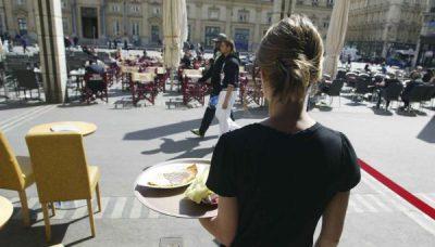 2048x1536-fit_une-serveuse-de-bar-place-des-terreaux-de-lyon-le13-avril-2011-cyril-villemain-20-minutes