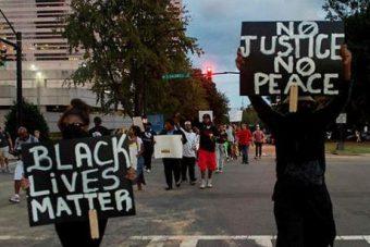 États-Unis : émeutes raciales et chasse aux blancs à Charlotte (vidéo)