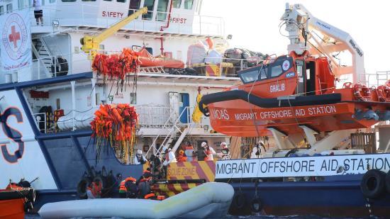 invasion-migratoire-complicite-traitres-humanitaires-etats-ue