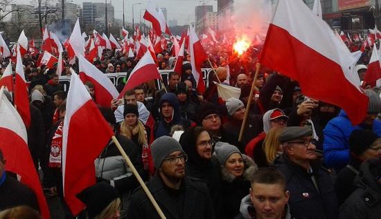pologne-la-marche-pour-lindependance-des-nationalistes-reunit-une-foule-immense-4