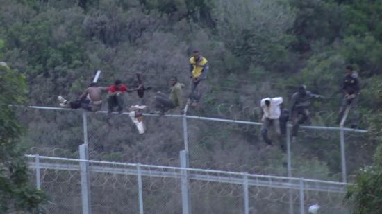espagne-400-migrants-passent-en-force-la-frontiere-avec-le-maroc-a-ceuta