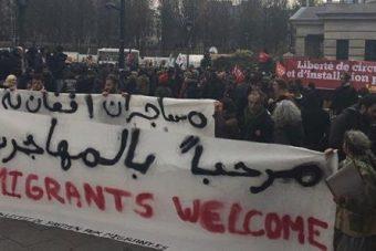Paris : délirante manifestation de bienvenue aux envahisseurs