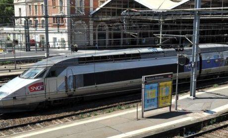 Des clandestins Syriens immobilisent un train pour monter dedans