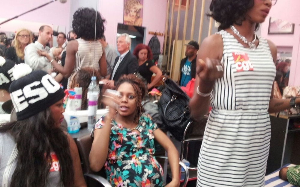 Paris traite humaine et menace de d capitation dans un for Salon de coiffure afro
