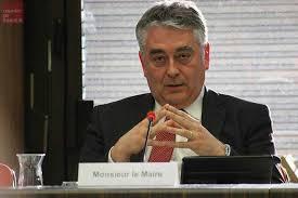 Pour compenser son départ de l'Assemblée nationale, Gilles Bourdouleix fait augmenter son indemnité de maire de 80%