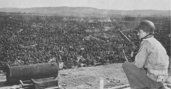 Dans «les camps de la mort d'Eisenhower» : Un gardien Américain se souvient